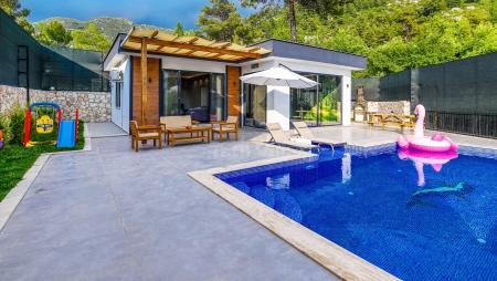 Kapalı havuzlu saunalı balayı villası.