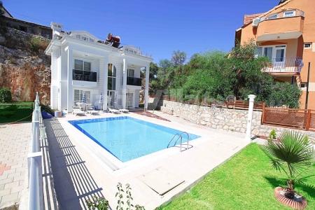 Fethiye'nin Ovacık bölgesinde 4 yatak odalı kiralık villa.