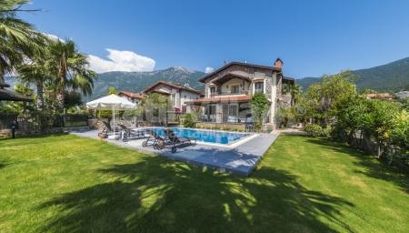 Fethiye Ovacık'ta 3 yatak odalı kiralık yazlık villa.