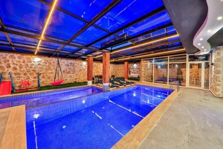 2 yatak odalı, ısıtmalı kapalı havuzlu korunaklı villa